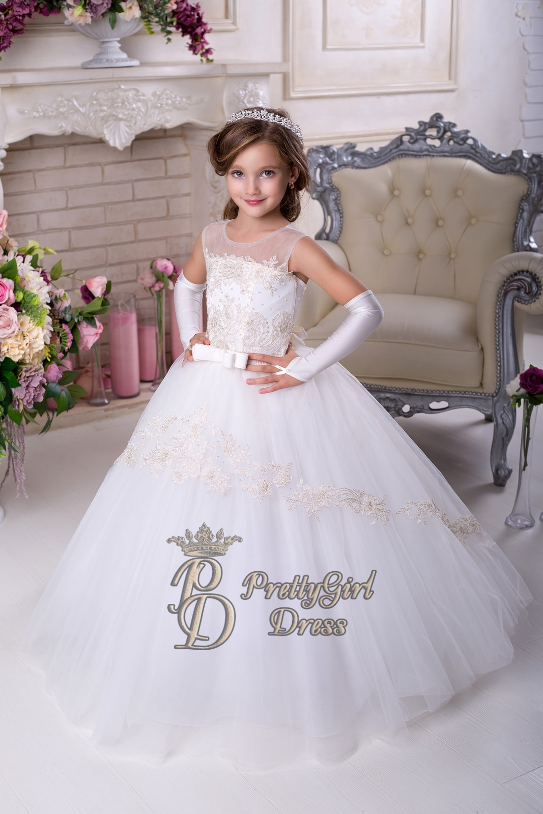 Ball Gowns Flower Girl Dress with Illusion neckline